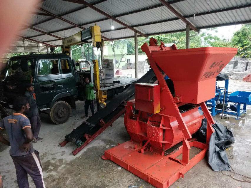 QTY4-15 block machine in Sri Lanka (6)