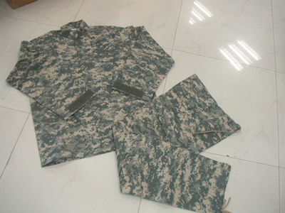 Military Tactical Combat Army Uniforms in Woodland Camo