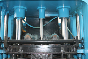 Three cylinders on the upper mould