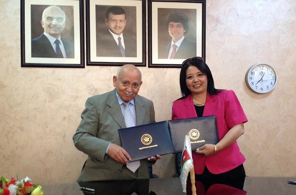 AlHekmeh School sign MOU with us for 10 StudyFun Smarter Classrooms!