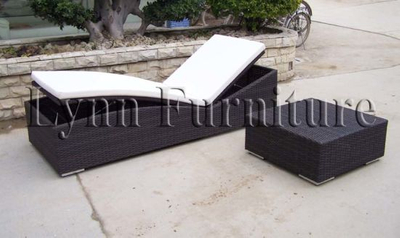 Pool Lounger (L208)