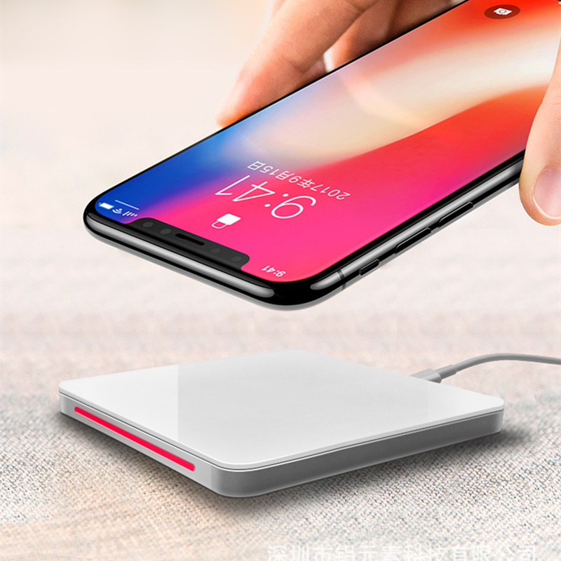 Hot Selling Qi Wireless Fast Charger for IPhone with Tempered Glass Portable Qi Wireless Charger with Lightning Port for IPhone