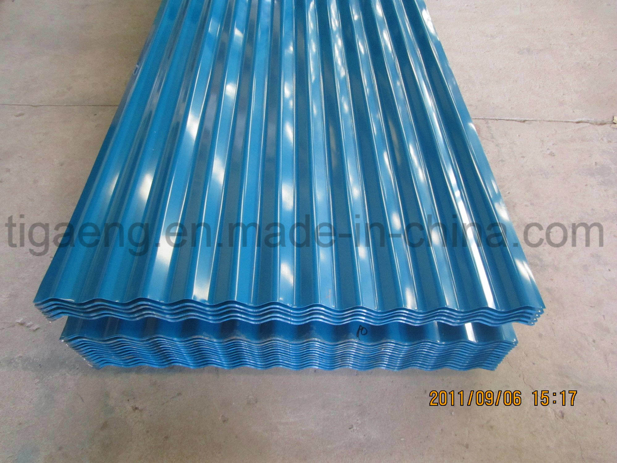High Quality Easy Fabrication Color Coated Galvanized Steel Tile