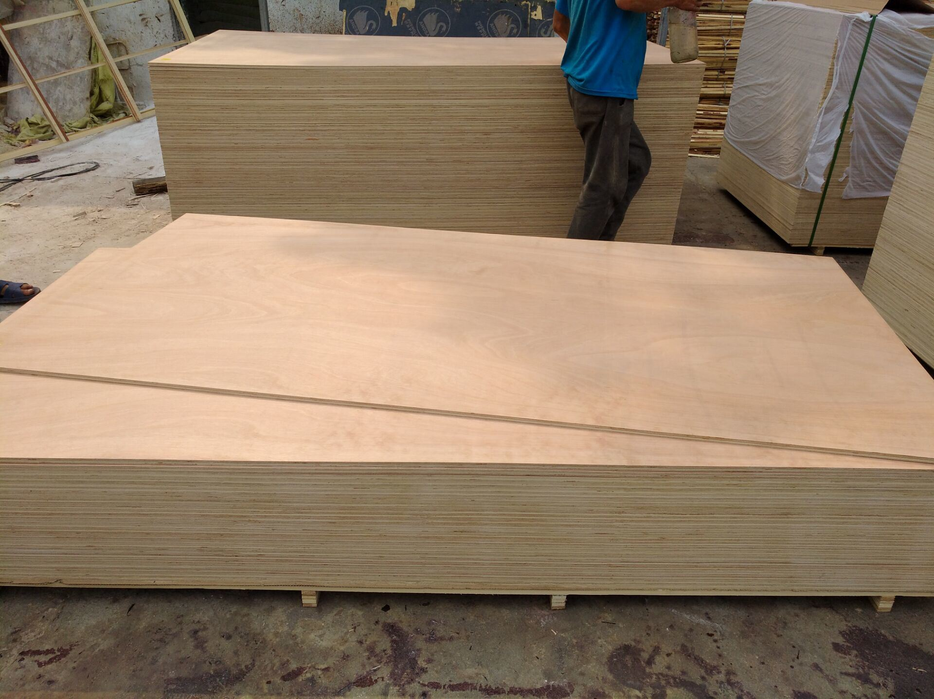 Bb Grade Laminated Furniture Plywood