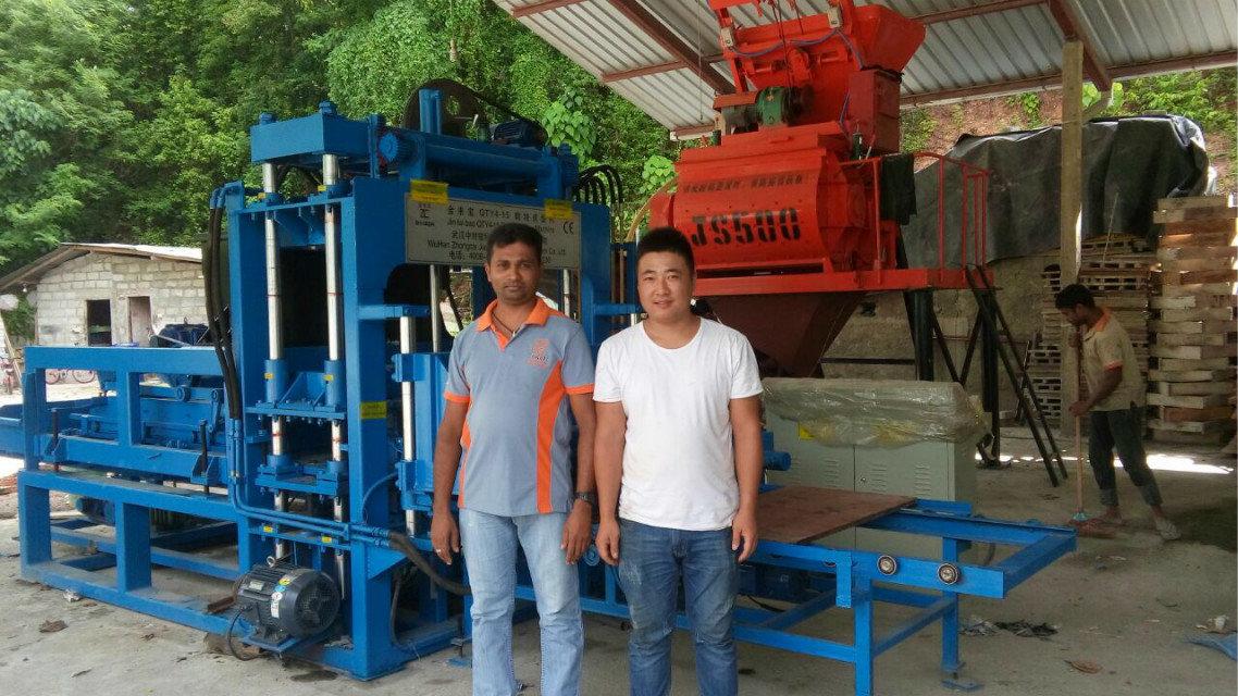 Машина блока QTY4-15 в Sri Lanka (10)