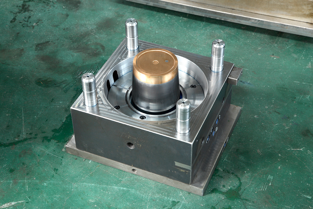 Plastic Injection Commodity Bucket Mould From China