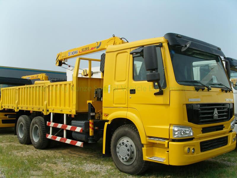 ZZ1257N4641W HOWO 6X4 truck mounted crane