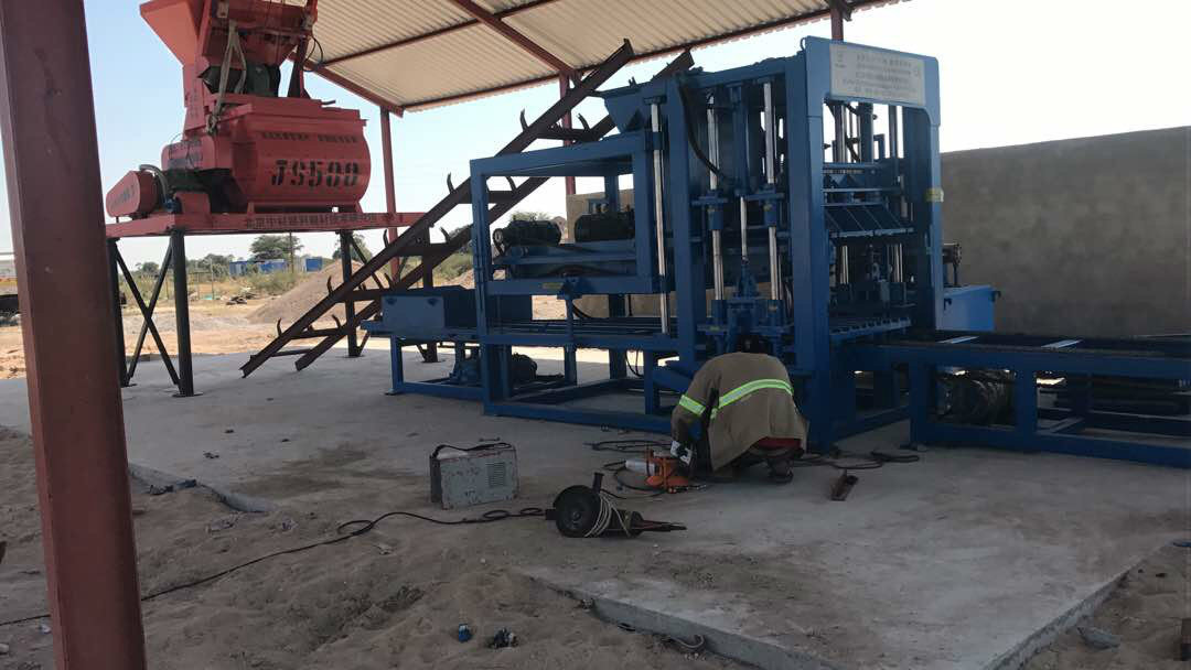 纳米比亚QTY6-15 block machine in Namibia (15)