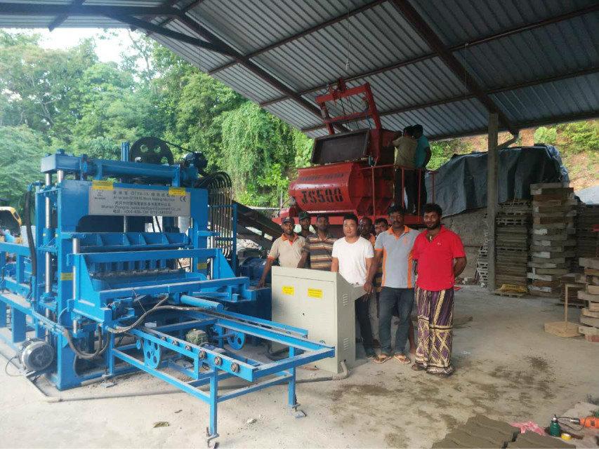 Machine du bloc QTY4-15 au Sri Lanka (5)