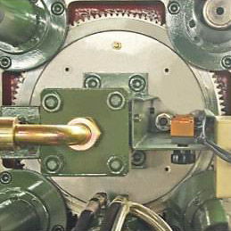 Hydraulic drive planetary gear mold adjust device.