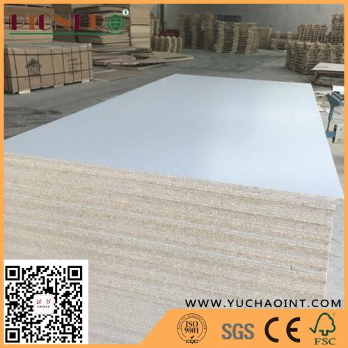 White Colour Melamine Laminated Particle Board Chipboard Flakeboard Buy Melamine Particle Board Flakeboard Laminated Particle Board Product On Linyiyuchao International Trade Co Ltd