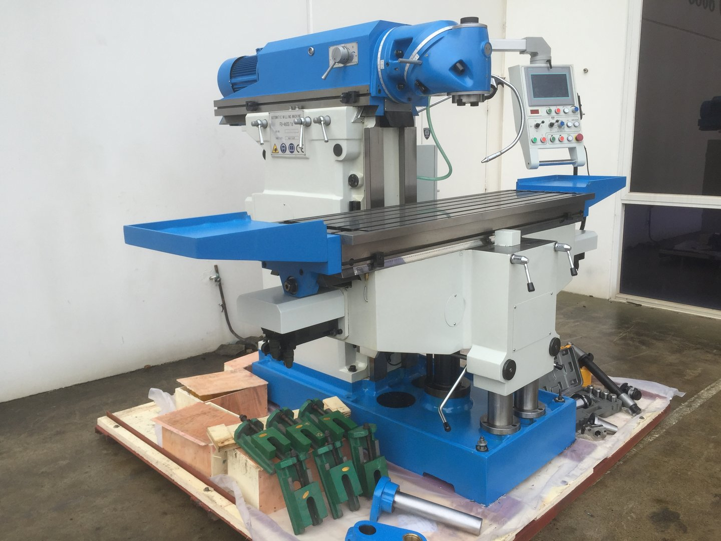 FU-460s-16. Universal Mill 1635mm x 460mm Table, ISO 50 Vertical Spindle, 3 Axis DRO
