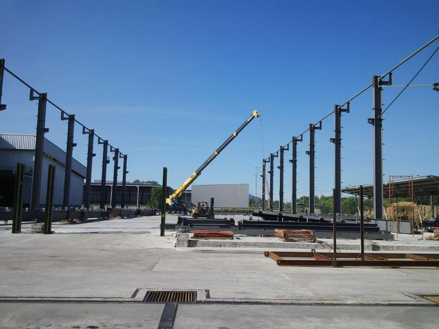 Column Erection of Prefab Warehouse with Office in Malaysia