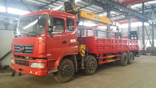 8X4 Flatbed Truck Carring Power 31tone Mounted Sqs300 Lifting Power 12tone Crane for Sale