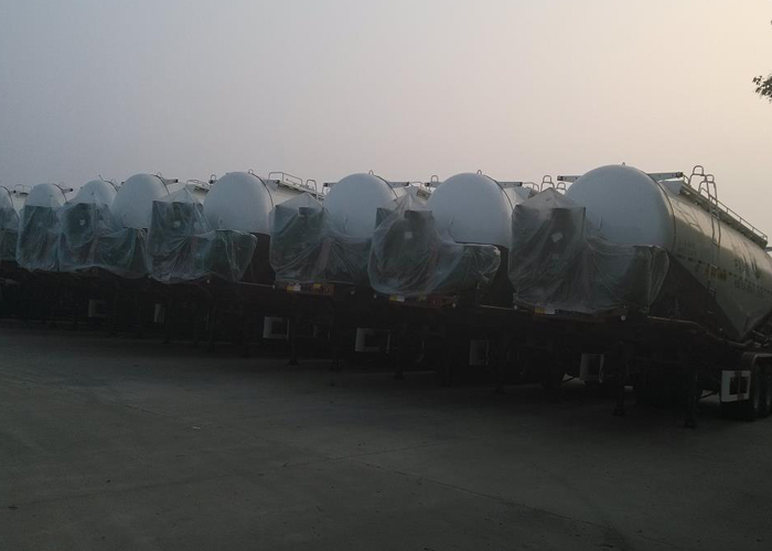 37000L Dry Bulk Pneumatic Tanker Semi Trailers with 3 Axles for Bulk Cement , Cement Tanker Semi Trailer