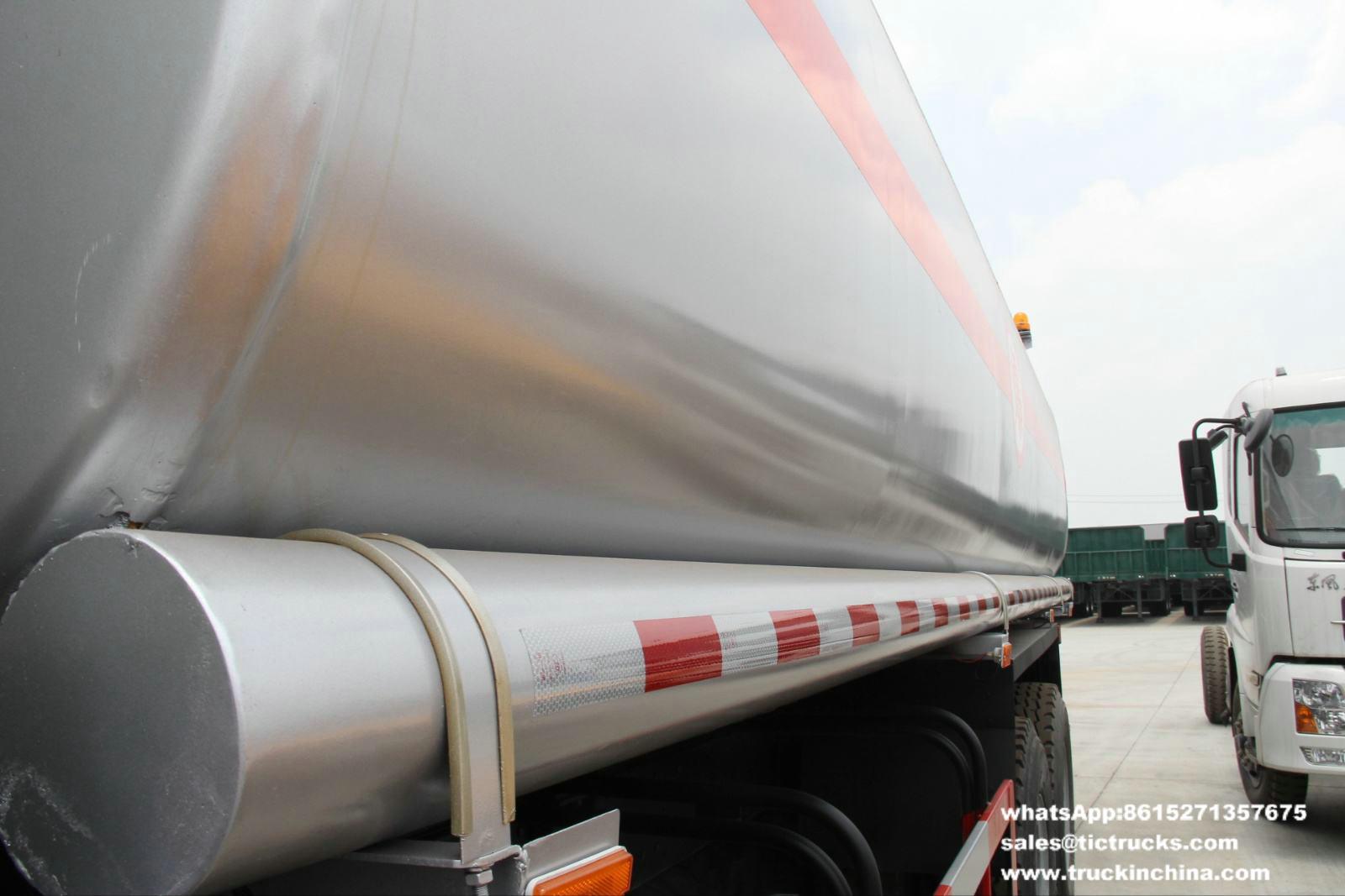 Shacman S2000 6x4 Oil Truck_1.jpg