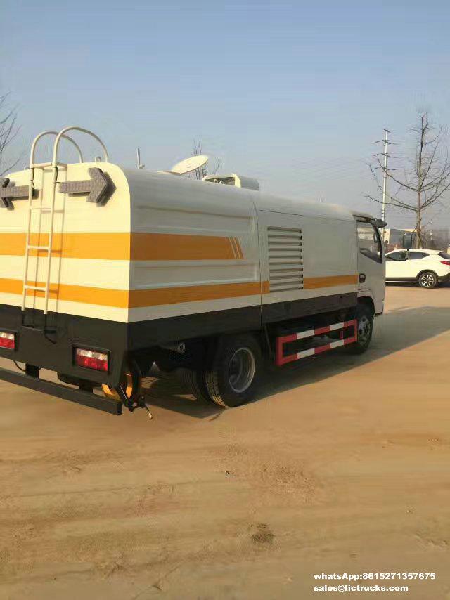 Camion de Cleanout de rambarde de route, véhicule de nettoyage de rambarde,