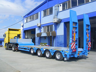 Low Prices 120ton 4axles Flatbed Low Bed Truck Semi Trailer in China