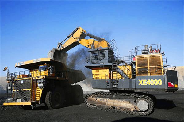 XCMG biggest mining excavator.png