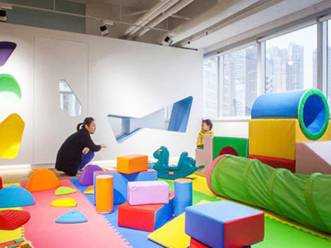 How to set up an indoor playground for children at home?