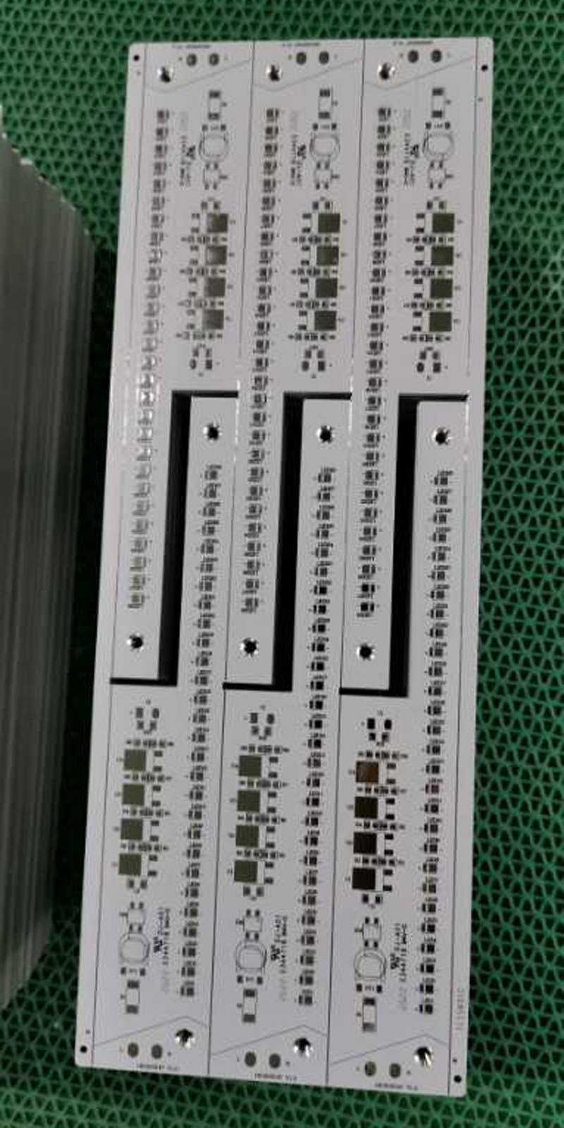 1L 2W Aluminum PCB with countersink holes HASL
