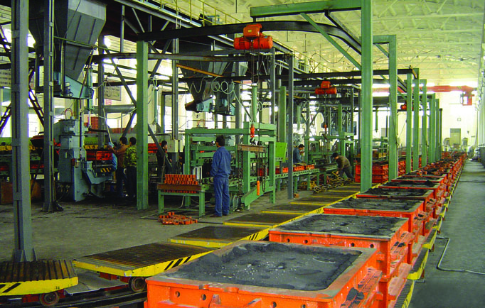 Flask molding line for green sand