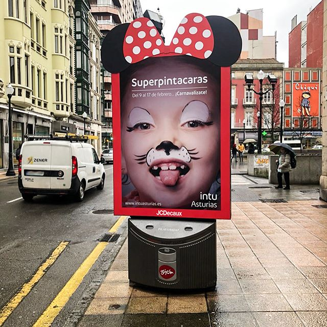It's Shrove Tuesday!JCDecaux dressed up 8 panels for the Carnava