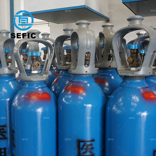 Medical oxygen cylinder with tulip cap