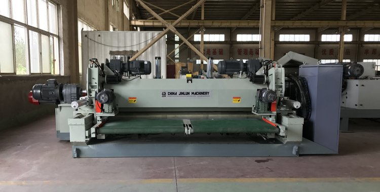 spindle-less veneer peeling machine.jpg
