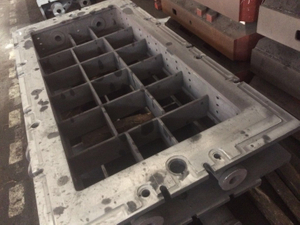 Big molding box used for resin sand process