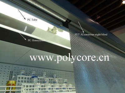 honeycomb-PC tube-night blind ในตู้โชว์ 400k.jpg