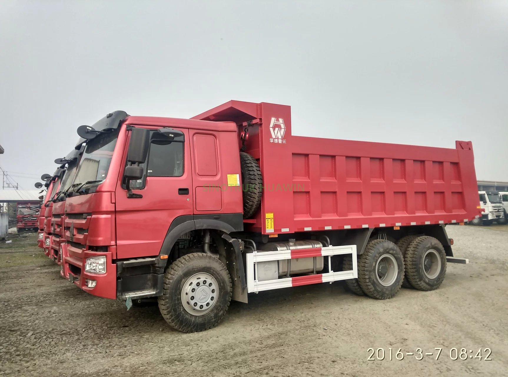 SINOTRUK HOWO 6X4 Middle Tipping Dump Truck