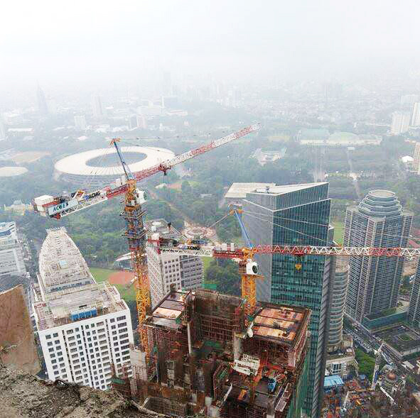 XCMG tower crane in Indonesia.jpg